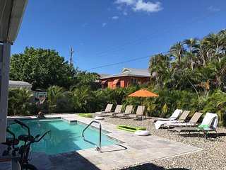 Hibiscus Pool House - Free WiFi, Private Pool & Beach Access