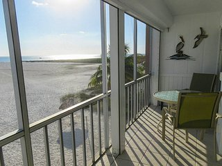 Castle Beach 205 - WiFi, Complex Pool Access & Private Screened Lanai