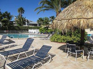 Sun Caper 203 - Free WiFi, Resort Pool, BBQ Grill & near Town