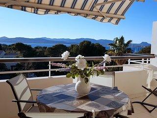 Tres belle vue mer pour ce T2 climatise dans residence avec piscine et parking
