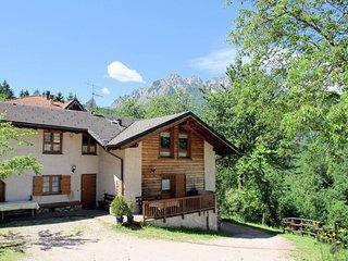 2 bedroom Apartment in Località Produttiva I, Italy - 5719374