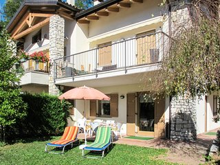 2 bedroom Apartment with Walk to Shops - 5715473