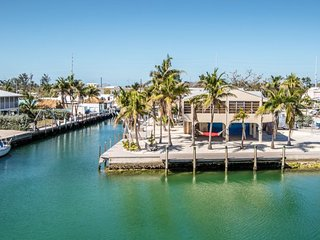 Coconut Corner 2bed 2bath with over 200ft of dockage