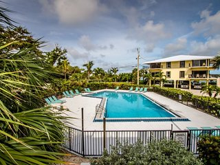 Rx: Paradise 2bed/2.5bath open water view condo with shared pool & first come do