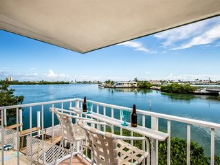 Fins to the Left 2 bed 2 bath Duplex w/ Cabana Club & dockage