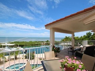 Oceanfront Jewel 3 Bed 2 Bath pool