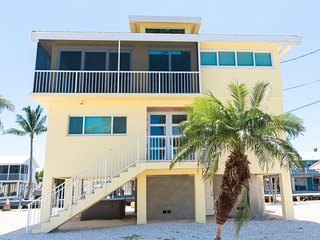 5 Seas Retreat 3 Bedrooms 2.5 Baths with 75 feet of dockage