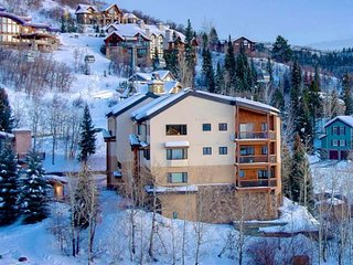 Spring Break Ski Sale! Ski-Out/Ski In-Walk-In-Shuttle, Views, Garage, Fireplace,