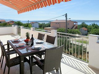 2 bedroom Apartment with Air Con, WiFi and Walk to Beach & Shops - 5702342