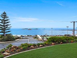 Dolphins Beachfront Apartment no 4 - Port Elliot Beach Views