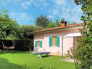 2 bedroom Villa in Capanne-Prato-Cinquale, Tuscany, Italy - 5719478