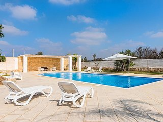 Capilungo Villa Sleeps 10 with Pool Air Con and WiFi - 5747560