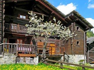 3 bedroom Villa with Walk to Shops - 5715502