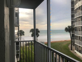 Beachfront. Gulf View from Every Room, 2BR/2BA, Pool, Beach Chairs, Sunsets