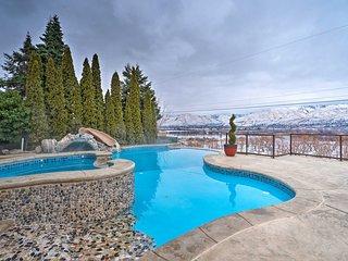East Wenatchee House - Heated Pool w/ Mtn. Views!