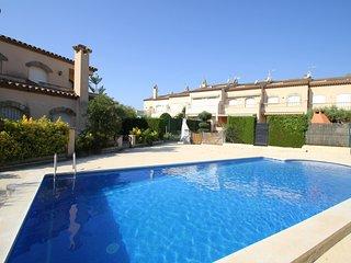 PETRA adosado jardin privado y piscina comun