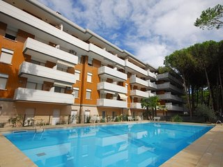 Apartment in elegant area with pool and a few meters from the beach