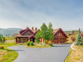 Honka Home w/ Hot Tub, Sauna, Theater & Chef's Kitchen - Golf, Ski