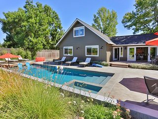 Modern Retreat! 4BR w/ Pool, Hot Tub, Fire Pit - 5 Min to Sonoma Square