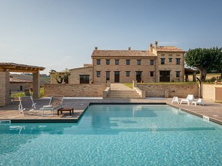Villa Valeria, a charming farmhouse with large swimming pool