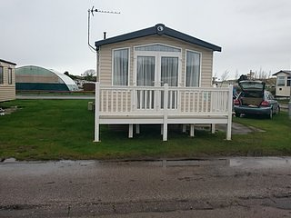 3 Bed Caravan presthaven sands holiday park, vacation rental in Ffynnongroyw