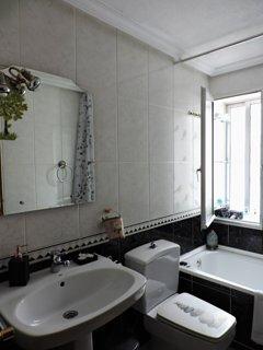 Un cuarto de baño cuidado