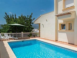 3 bedroom Villa with Pool and WiFi - 5744678