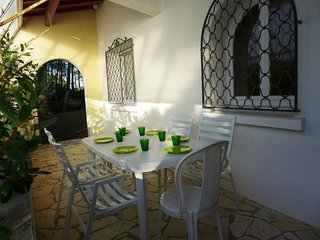 3 bedroom Villa with WiFi and Walk to Beach & Shops - 5046869