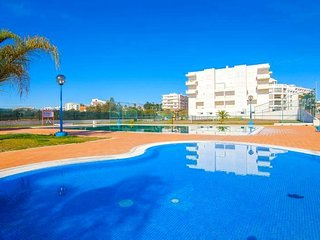 Appartement avec terrasse Piscine, Tennis, AC,WIFI
