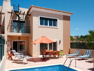 4 bedroom Villa with Pool, Air Con, WiFi and Walk to Shops - 5719930