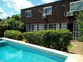 Casa 3 dormitorios, 2 baños, piscina. Disfruta en familia o con amigos!
