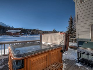 Bright & Open Silverthorne home w/ Hot Tub & Views