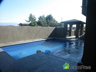 Luxury home with pool , central  Kelowna , Studio