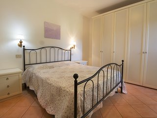 Mannaione Holiday Home Sleeps 6 with Pool and WiFi - 5310414