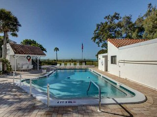 New Listing,Direct Beach Access,Rooftop Gulf/BayViews, Heated Community Pool, Wi