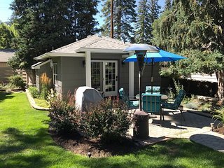 Immaculate & Secluded downtown Bend Cottage- Holidays and Long Term available