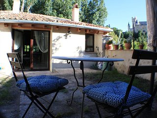 Spacious house close to the center of Segovia with Parking, Internet, Washing ma