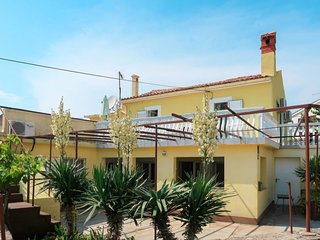 4 bedroom Villa with Air Con, WiFi and Walk to Beach & Shops - 5715230