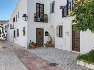 2 bedroom Villa with Air Con, WiFi and Walk to Beach & Shops - 5700449