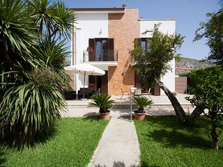 Villa with garden by Mondello Beach