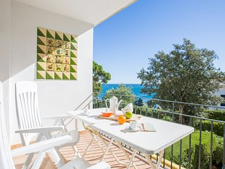 2 bedroom Apartment with WiFi and Walk to Beach & Shops - 5223660