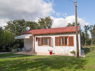 2 bedroom Villa with Air Con, WiFi and Walk to Beach & Shops - 5079238