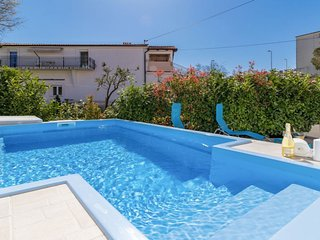 Cozy house in the center of Pula with Parking, Internet, Air conditioning, Pool