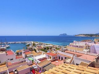 2 bedroom Apartment with WiFi and Walk to Beach & Shops - 5744780