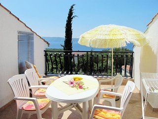 2 bedroom Apartment with Air Con, WiFi and Walk to Beach & Shops - 5802235