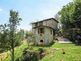 2 bedroom Villa in Vallico di Sopra, Tuscany, Italy - 5719331