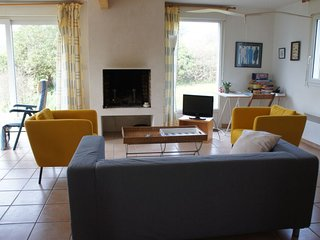 Kernaleguen Holiday Home Sleeps 5 with WiFi - 5584913