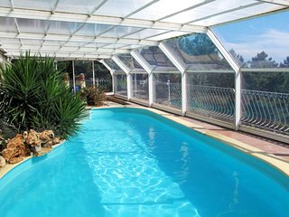 2 bedroom Villa with Pool and WiFi - 5715424
