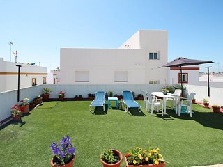 3 bedroom Apartment with WiFi and Walk to Beach & Shops - 5714769