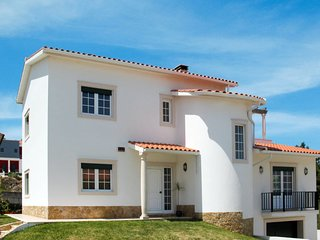 5 bedroom Villa with WiFi and Walk to Beach & Shops - 5715682
